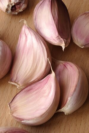 thin bulb: garlic clove
