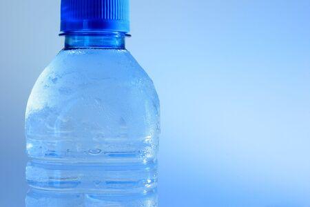 conservacion del agua: Botella de agua refrigerada