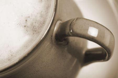 frothy: appena versato il caff� con latte spumoso  Archivio Fotografico