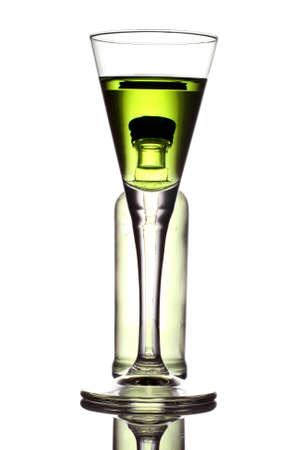 ajenjo: el esp�ritu original de la absenta verde. Foto de archivo