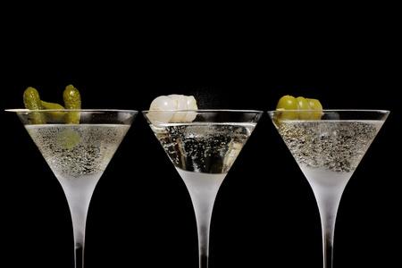 copa de martini: tres c�cteles en una fila, gin  martini  vodka!
