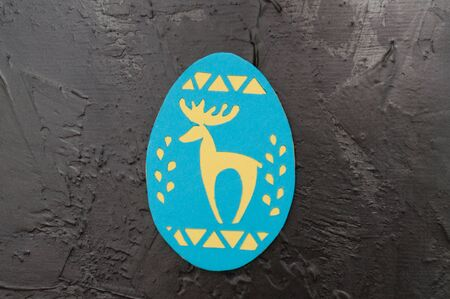 Handmade magnet in the shape of an Easter egg on a dark gray concrete background, Ukrainian traditional symbols, copy space holiday card Stock fotó