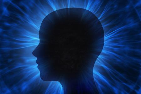 universum: Menschlicher Kopf mit Energiestrahlen