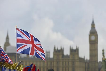 ビッグ ・ ベンの前にイギリスのフラグ