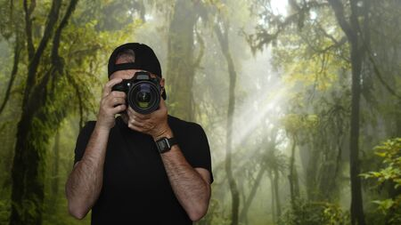 Photographer taking pictures in the middle of nature Imagens