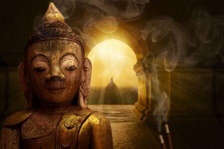 Buddha statue in the Buddhist temple Imagens