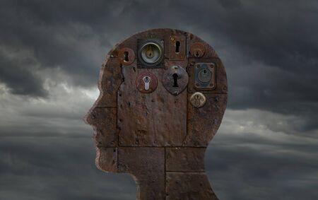Ancienne tête métallique avec serrure