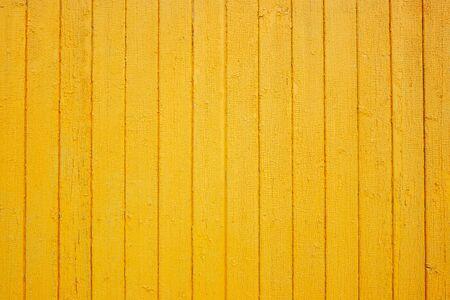 Hölzerne gelbe Wandbeschaffenheit. Holzmaserung Hintergrund. Platz für Text. Textur für das Design. Helles Holz