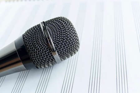 micro close up top view sing vocal
