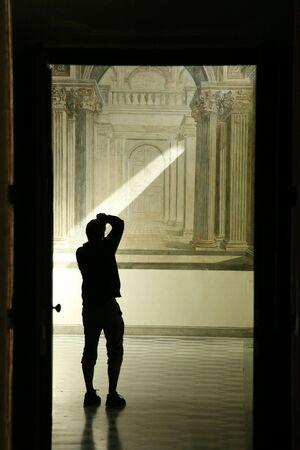 iluminated: iluminated hombre toma una foto dentro de San Martino monasterio cartuja  Foto de archivo
