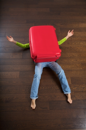 the big red suitcase killed a traveler woman photo