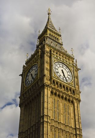Big Ben against cloudy sky Stock Photo - 7475258