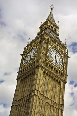 Big Ben against cloudy sky Stock Photo - 7475259