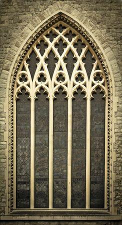 Ventana de una iglesia medieval en el centro de Londres, Reino Unido  Foto de archivo - 7611240