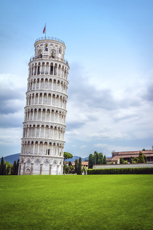 Leaning Tower of Pisa in Tuscany, one of the most recognized and famous buildings in the world. 스톡 콘텐츠