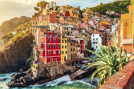 일몰 Riomaggiore 부근, 친퀘 테레 (Cinque Terre) 국립 공원, 리구 리아, 라 스페 치아, 이탈리아 스톡 콘텐츠