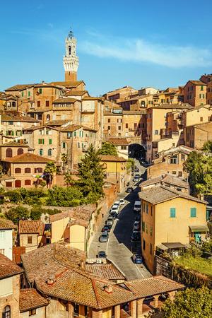 Hermosa vista de la histórica ciudad de Siena. Toscana, Italia Foto de archivo - 43753509