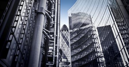 Skysrcapers famosos en el distrito financiero de Londres Foto de archivo - 43753691