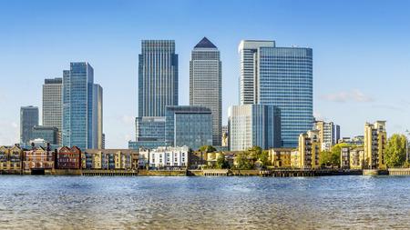 Canary Wharf vista desde Greenwich. Esta visión incluye: Credit Suisse, Morgan Stanley, HSBC Sede Grupo, Canary Wharf Tower, Citigroup Centre, Uno PlaceBarclays Churchill y apartamento de Riverside. Foto de archivo - 43753467