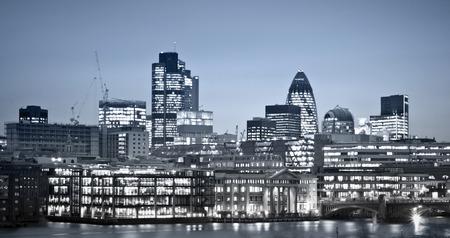 金融街。ロンドン市主要なセンターの一つのグローバル finance.this ビューが含まれています: タワー 42 ガーキン、ウィリス ビルと証券取引所タワー