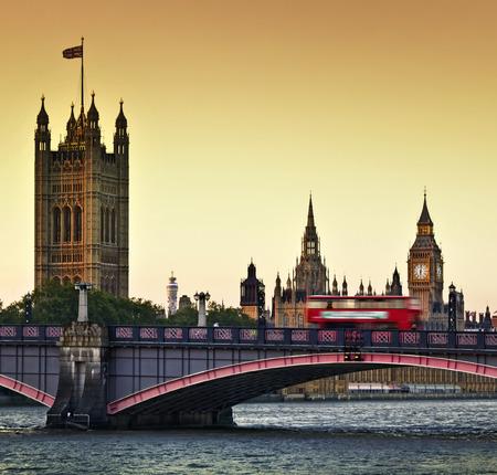 Houses of Parliament, Big Ben and Lambeth Bridge at dusk, London. 스톡 콘텐츠