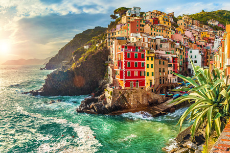 Riomaggiore at sunset, Cinque Terre National Park, Liguria, La Spezia, Italy 스톡 콘텐츠