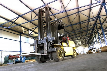 lift and carry: forklift in production hall