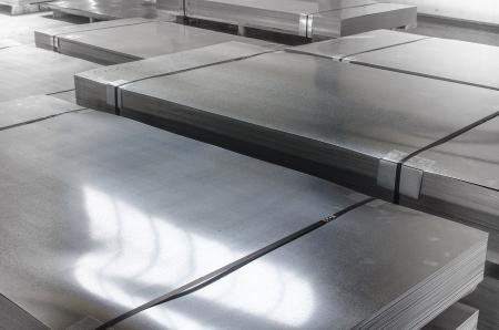 Foglio di latta di metallo nella sala di produzione Archivio Fotografico - 21892921