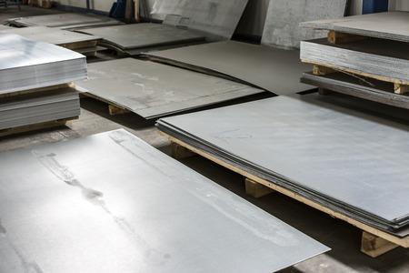 シート生産ホールの金属スズ 写真素材