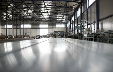 sheet tin metal production hall Standard-Bild