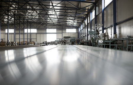 sheet tin metal production hall Stockfoto