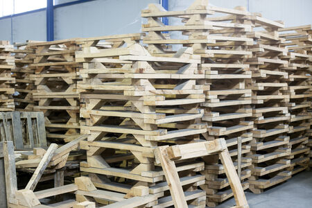 pallette: wooden pallettes in production hall