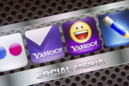yahoo: BELGRADE - AUGUST 30, 2014 Social media icons Yahoo, yahoo mail and other on smart phone screen close up