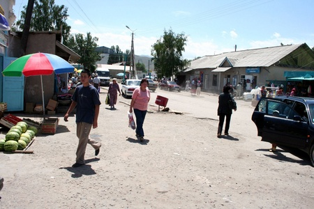 kyrgyzstan: Kirguist?n - bazar en Pokrovka Editorial