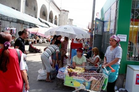 kyrgyzstan: Bazaar en Bishkek, Kirguist�n Editorial