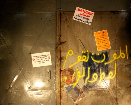Danger, stay back sign - War in Iraq Stock Photo - 20805161