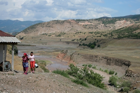 kyrgyzstan: Uzgen, Kirguist?n Editorial