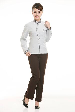housekeeper: Ama de casa asi�tica que se coloca en el fondo blanco
