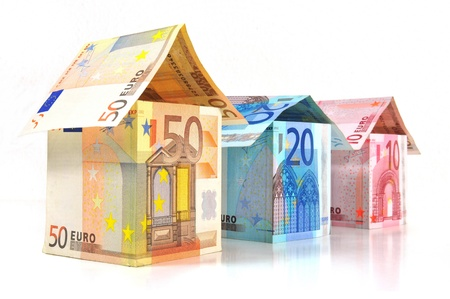 geld: Euro Houses With Banknotes
