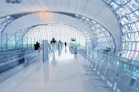 Flughafen Suvarnabhumi Flughafen Szene aus in Bangkok Editorial