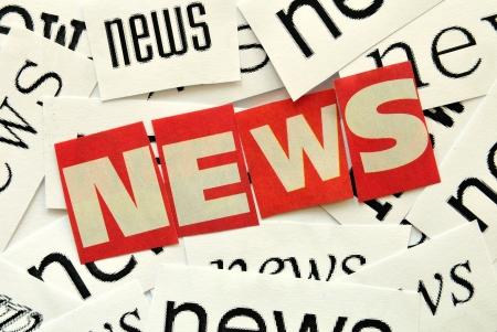 Nieuws, rode en witte letters op beletteringen