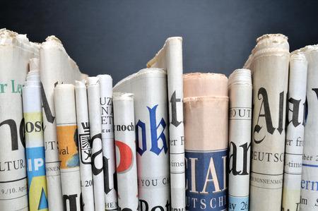 periódicos: Fila de periódicos Editorial