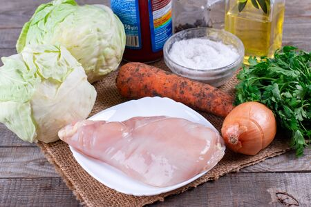 Ingredients for cooking stewed cabbage with meat on the table Foto de archivo - 137601828