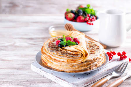 Thin pancakes with poppy seeds and berries. healthy food. Maslenitsa - a traditional Russian and Ukrainian holiday. Place for text 新聞圖片
