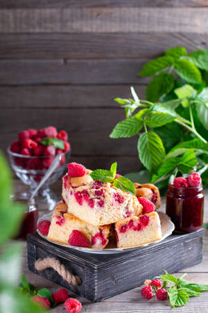 Pieces of homemade raspberry cake on a plate with fresh raspberry berries and mint. Selective focus 版權商用圖片