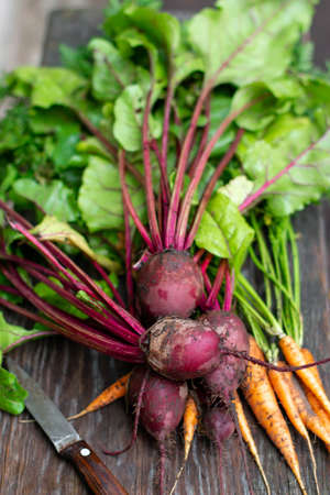 Fresh carrots and beets on a wooden background. Fresh vegetables for cooking 版權商用圖片
