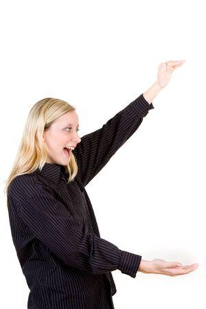 Kobieta trzyma rÄ™ce pokazujÄ…c duży rozmiar. To byÅ' wielki. Zdjęcie Seryjne