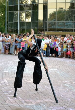 stilts: Performance of dolls-giants in Donetsk (300 days to Euro 2012)