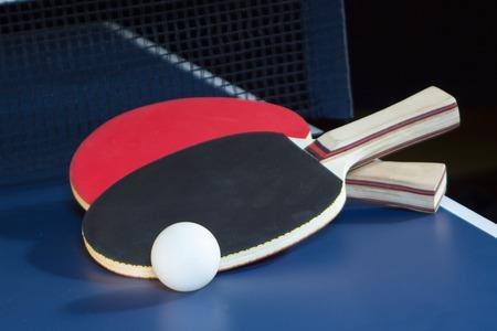 ping pong: Las paletas del ping-pong Foto de archivo