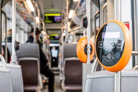 オレンジモダン磁気チケットバリデータ 写真素材 - 87636808